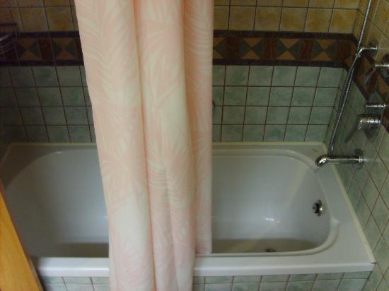 Defne Star Hotel: Bad mit Wanne ( aber Duschvorhang) wird auf Anregung verändert