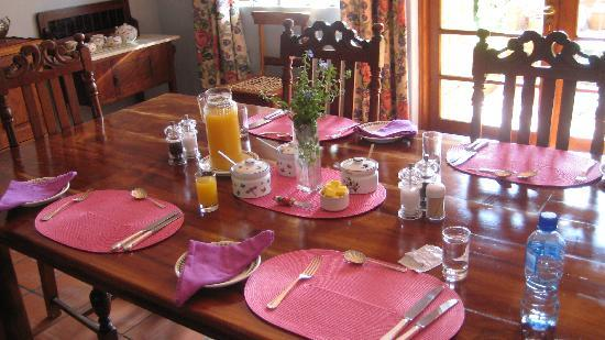 Tamboti Ridge Bed & Breakfast : The beautiful breakfast table