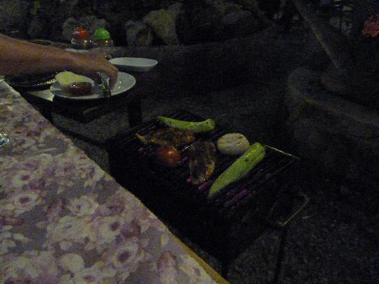Cinbal Restaurant: Mangal at table
