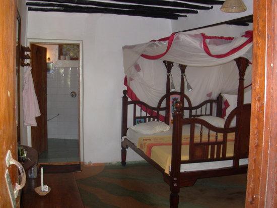 Ndame Beach Lodge Zanzibar: Der Bungalow von Innen
