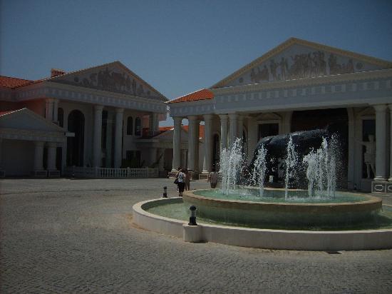 The Kumul: Hoteleingang