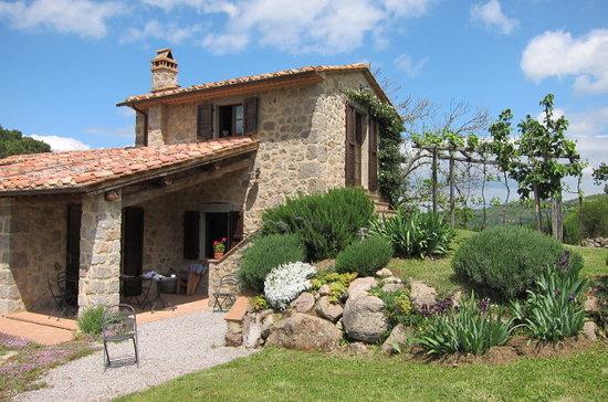 Time in tuscany villas at podernuovo castel del piano for Tuscany villas