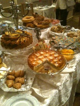 Barocco Hotel: Part of breakfast buffet