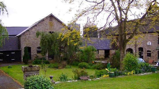 Bryndu Farm: The farm buildings