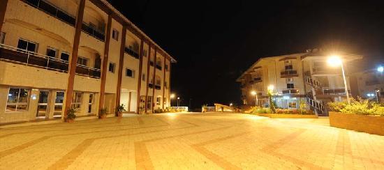Ebolowa, Camerún: Parkink arrière de Florence Hotel Cameroun