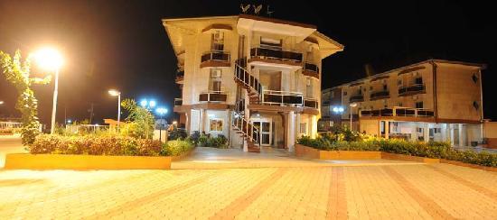 Ebolowa, Camerún: Façade arrière de Florence Hotel Cameroun
