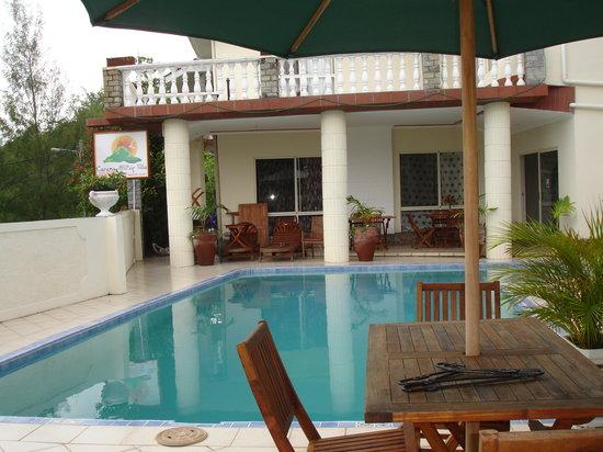 Carana Hilltop Villa: piscina