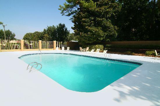 BEST WESTERN PLUS Atlanta Airport-East: Outdoor pool