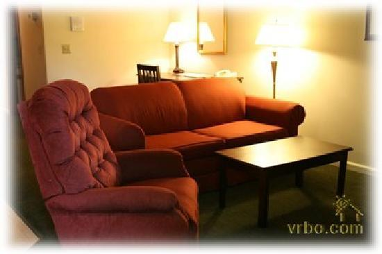 Yankee Suites Extended Stay: Living Area, extra sleeping accommodations with pullout couch