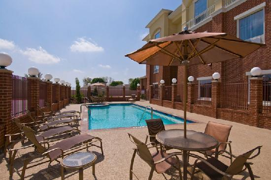 Best Western Plus Duncanville Dallas: Relax poolside if need to get away