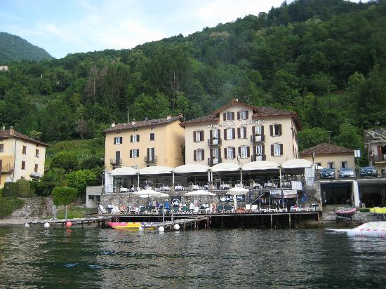 Hotel Villa Aurora: View of the restaurant and hotel.