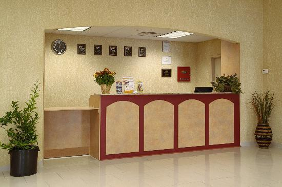 Days Inn & Suites Niagara Falls/Buffalo: Lobby