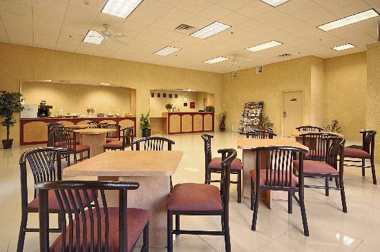 Days Inn & Suites Niagara Falls/Buffalo: Breakfast Area