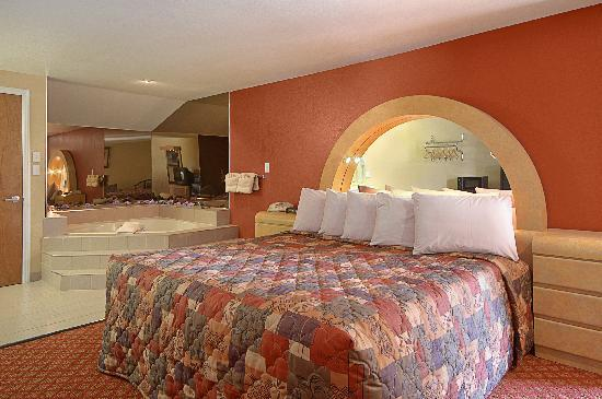 Days Inn & Suites by Wyndham Niagara Falls/Buffalo: 1 of 3 Jacuzzi rooms