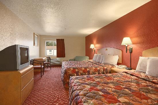 Days Inn & Suites Niagara Falls / Buffalo: 2 King bed with sofabed