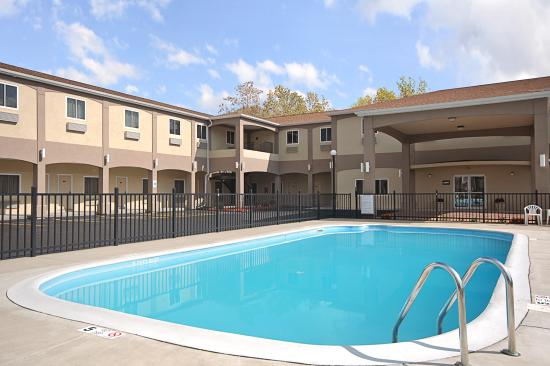 Days Inn & Suites Niagara Falls / Buffalo: Pool area