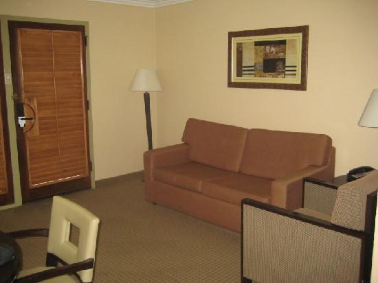 Radisson Suites Hotel Buena Park: Sofa Cama en la Estancia