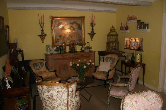 Hotel Restaurant des Deux Rocs: Hotel sitting room area