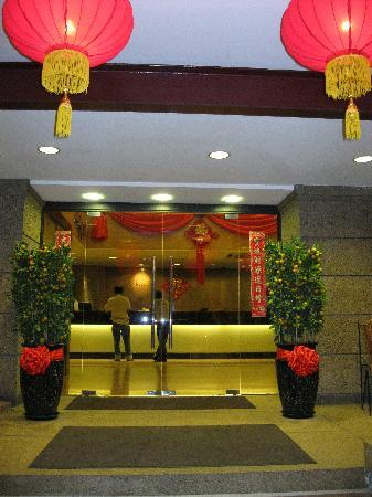 Hotel Fortuna: Entrance Fortuna Hotel(over Chinese New year)
