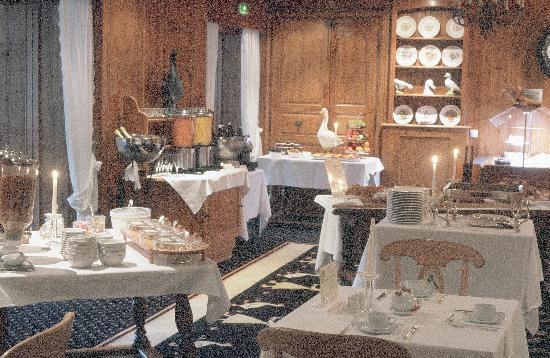 Hostellerie La Cheneaudiere - Relais & Chateaux: Une partie du buffet petit-déjeuner