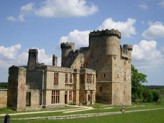 Belsay Hall and Gardens: Castle beyond the quarried gardens