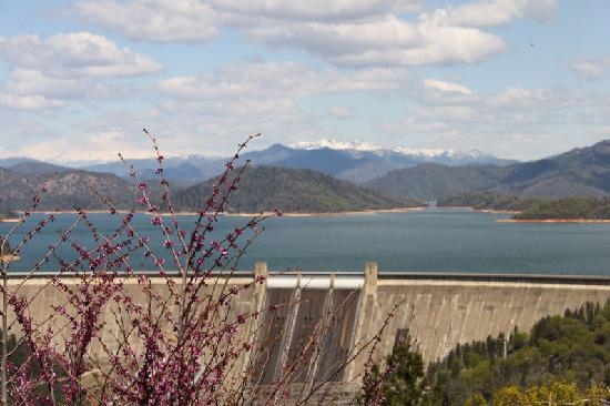 Redding, Kalifornien: The second largest dam in the US - Shasta Dam