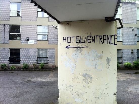 The Rams Lodge: The worst hotel ever!!! make it a hostel and be done with it!!!