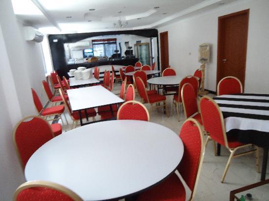 Rainbow Hotel: restaurant
