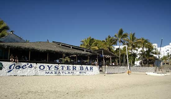 Joe's Oyster Bar: Vista desde la playa