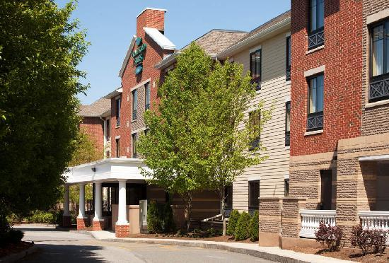 Homewood Suites by Hilton Boston/Cambridge-Arlington : Convenient drive-up check-in area