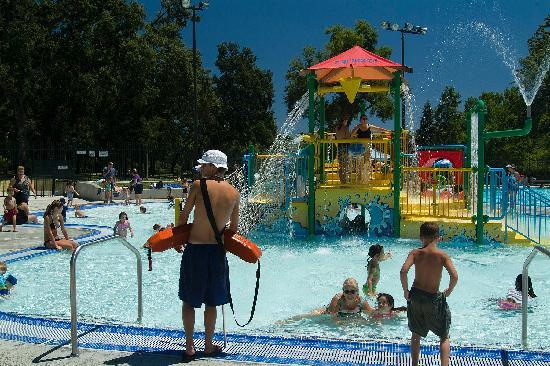 Redding, Kalifornien: Cool off at our state of the art Aquatic Center!
