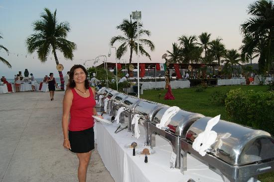 Dreams Huatulco Resort & Spa: bufete cena del hotel