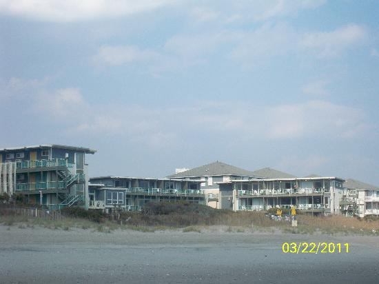 Atlantis Lodge: view of Atlantis from the beach