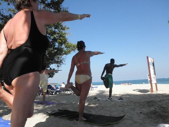 Puerto Plata Village Resort: animation am strand
