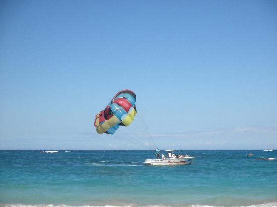 Puerto Plata Village Resort: parasailing-spitze!