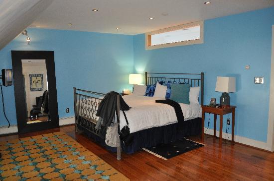 Woodstocker Inn: huge king bed