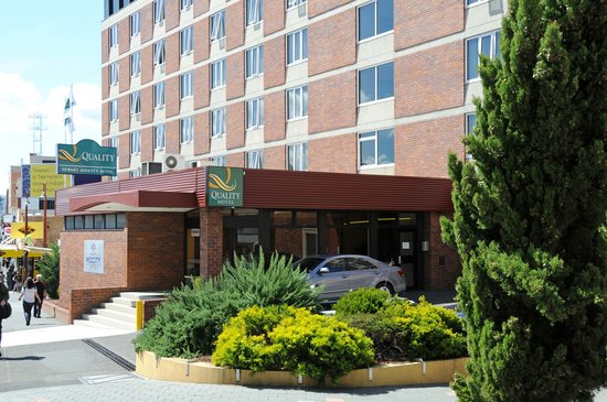 Quality Hotel Hobart Midcity: Exterior Bathurst Street