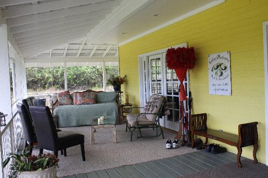 Kalaekilohana: Front porch