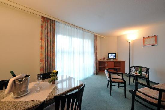 La Chaux-de-Fonds, Switzerland: Executive Room, living room