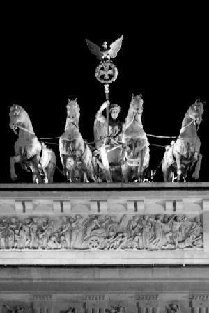 BlackBird Tours: The Brandenburg Gate