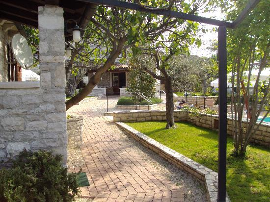 Kanfanar, Kroatië: Garden and Pool Areas