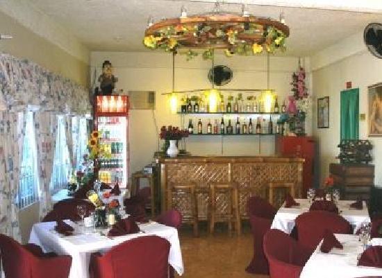 Myrnaki Restaurant: Myrnaki inside