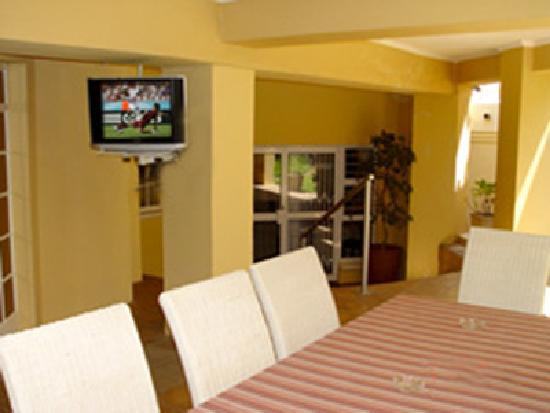 Sandton Bed and Breakfast: You may watch tv outside