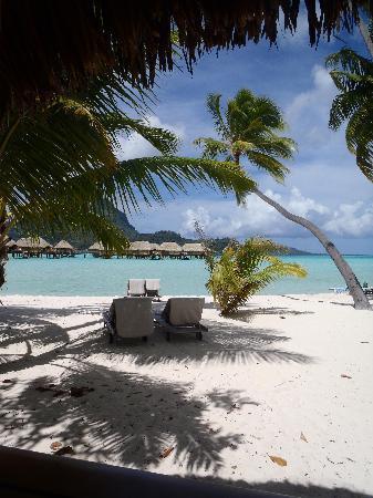 Bora Bora Pearl Beach Resort & Spa: Dalla finestra della stanza
