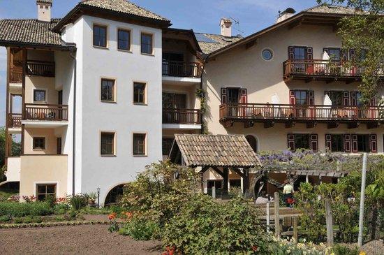 Hotel Weingut Stroblhof : Das Haus von der Terrassenseite