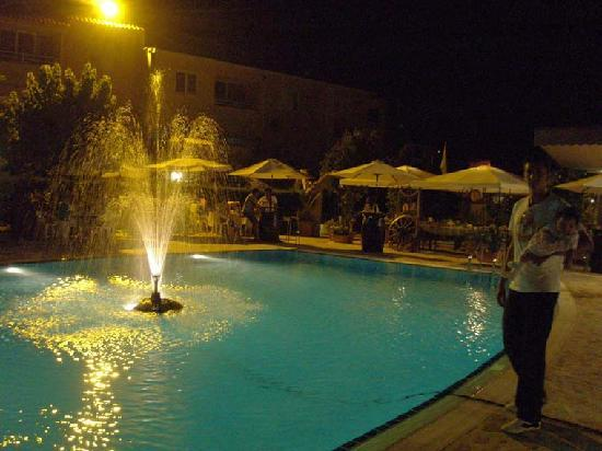 Apollonia Holiday Apartments: A night by the pool