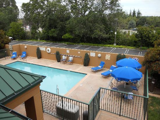 Courtyard by Marriott San Ramon: Pool Area
