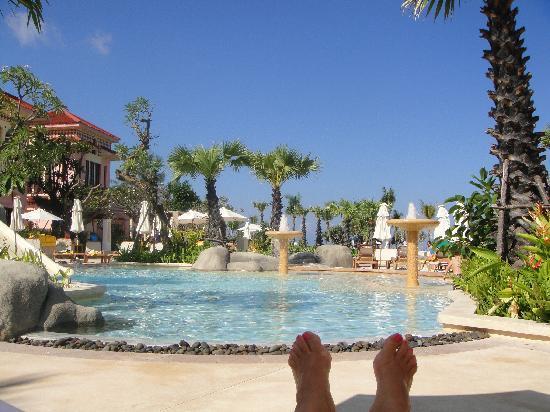 Centara Grand Beach Resort Phuket: View of the kids pool from my sun lounge!