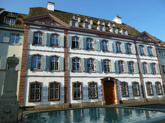 Basilea, Suiza: Hausa zum goldenen Löwen (golden lion)