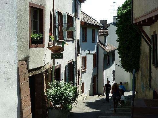 Basel, Schweiz: narrow lane with very old houses